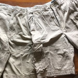 Bundle of two men's cargo shorts